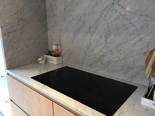 plan de travail et cuisine en marbre pierre bleue granit. Black Bedroom Furniture Sets. Home Design Ideas