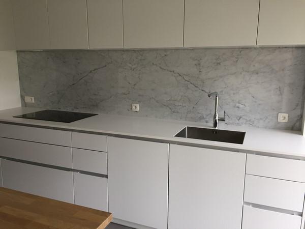 Plan de travail et cuisine en marbre, pierre bleue, granit