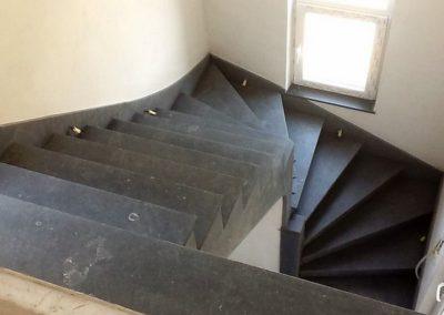 Escalier en pierre bleue à Liège