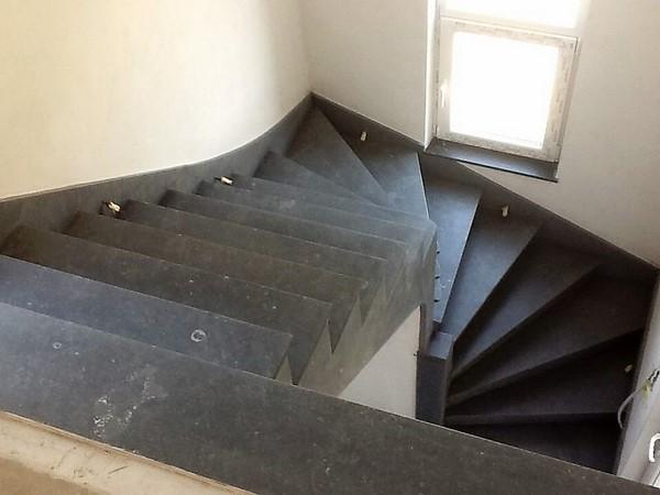 Escalier pierre bleue belge Liège
