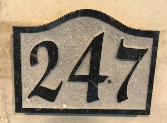 Boîte aux lettres en pierre bleue
