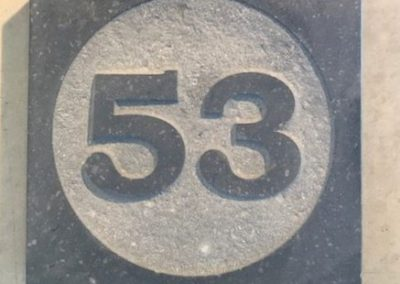 Boîte aux lettres en pierre bleue à Liège