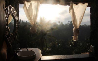 La pierre bleue et le marbre pour une salle de bains style Bali