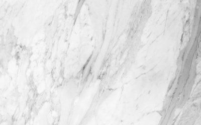 5 façons d'entretenir le marbre blanc